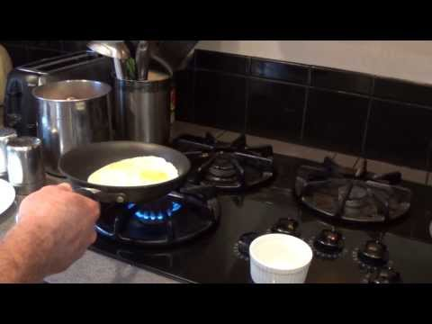 How to cook eggs over- easy egg trick, 2 MINUTE BREAKFAST!