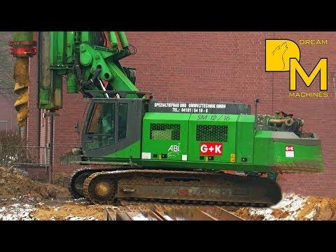 BOHRGERÄT SENNEBOGEN ABI AUF BAUSTELLE / huge drill rig preparing construction site