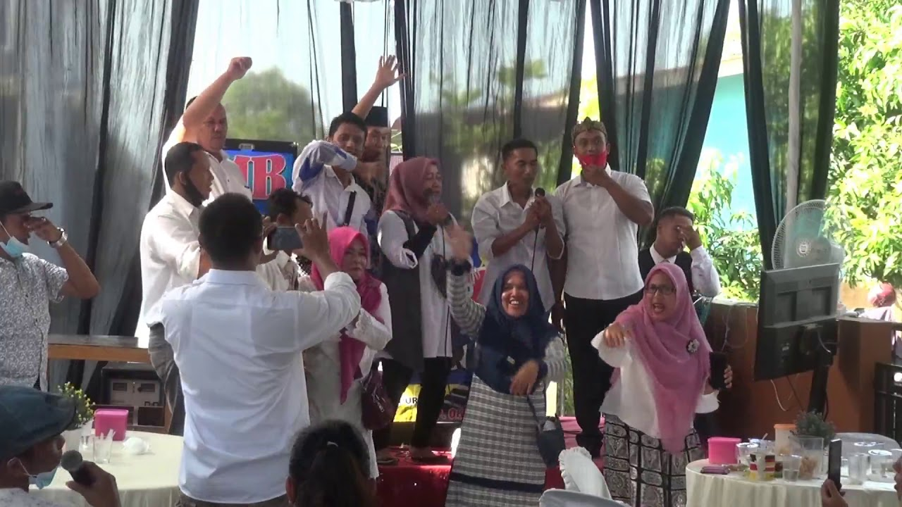 Iwan Fals - Kemesraan ( Cover Reuni Akbar Perguruan DKJ )