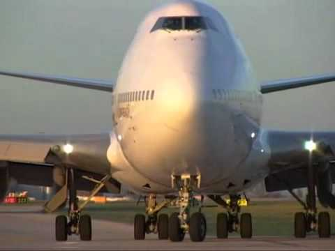 Boeing 747-400 Qantas Take Off at Ringway Manchester International Airport