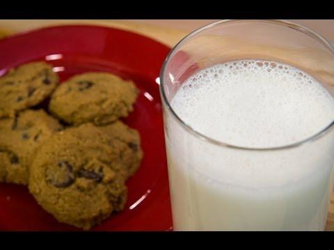 How to Make Homemade Cashew Milk