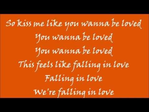 Ed Sheeran - Kiss Me (lyrics)
