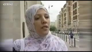 Hidden camera shows shows streets blocked by huge crowds of Muslim - Islam in Paris -