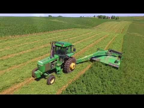 Cutting Hay! - John Deere 4440 & 835 MoCo