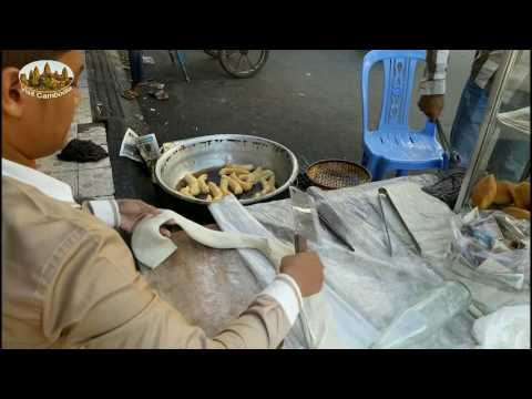 How to make the hollow Donuts (Banh Tieu) on the public street - visit Cambodia
