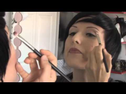 How to apply Eye Shadow in Makeup Tips