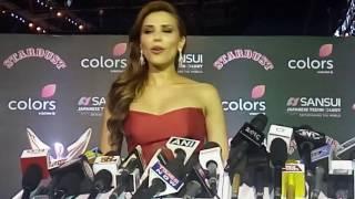 Iulia Vantur Sings Salman Khan Song Teri Meri Prem Kahani At Red Carpet  Of Sansui Stardust Awards