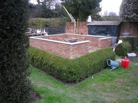 Part 1 - Bespoke Greenhouse - building on an existing brick base