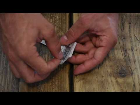 How to fit a blade into a Straight Razor | Bedfordshire Beard Co