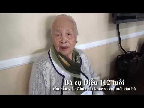 Bà cụ Điều 102 tuổi vẫn hầu việc Chúa rất khỏe so với tuổi của bà
