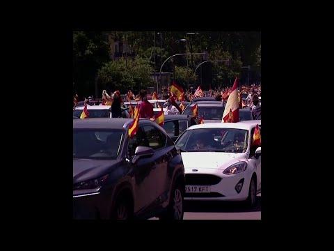 En Espagne, des milliers de personnes manifestent… en voiture