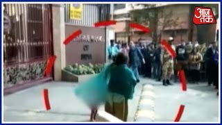 Aaj Subha: Unable to exchange notes, woman strips at RBI