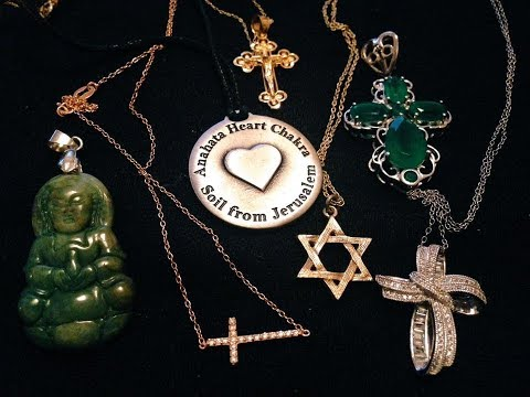 Religious jewelry featuring Soil from Israel