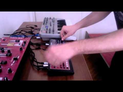 KiNK raw electronica jam with Microzwerg, MFB 522 and Novation X-Station