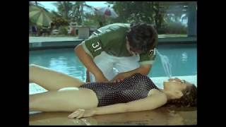 Karisma Kapoor Bathing  Video  | Bollywood Actress Bathing Scenes
