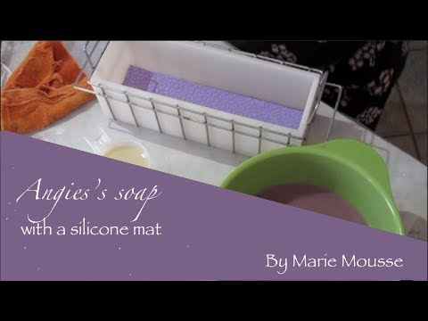 Making of handmade soap with a silicone mat