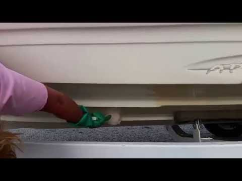 Cleaning a fiberglass boat with Zapp fiberglass hull cleaner #1