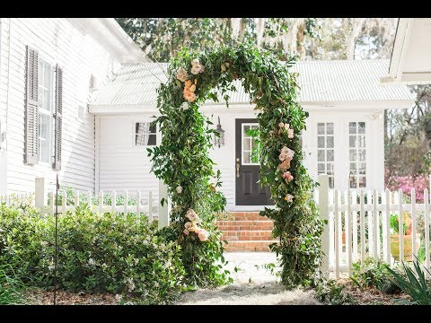 Mayesh Design Star: Smilax & Floral Arbor