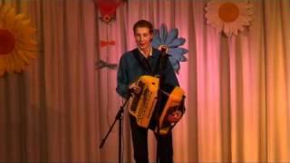 Zanger accordeonist CLIFF, One Man Orchestra, speelt CIRCUS RENZ op accordeon, in zaal La Palma te Gits, Hooglede, tijdens een show met Norma Hendy (www.musicuscliff.be)