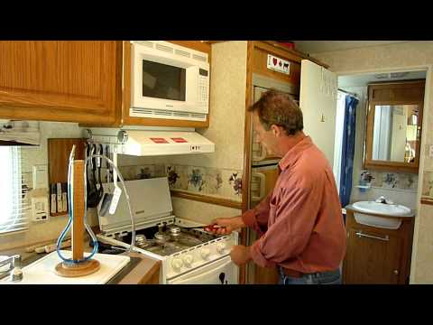 Manometer testing propane regulator in RV