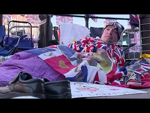 Superfans gather in Windsor ahead the royal wedding