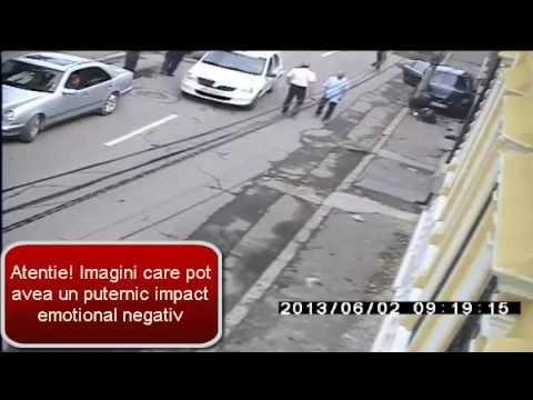 Incredibil! A lovit-o cu masina pe trotuar, i-a intors spatele si a abandonat-o.