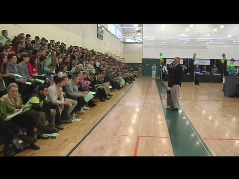High school students learn to deal with real-life credit issues