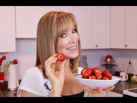 How To Hull Strawberries: Two Ways To Hull A Strawberry! Diane Kometa-Dishin' With Di  Video #82