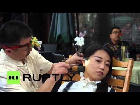 China: Is the ancient profession of ear-cleaning dying? It seems not