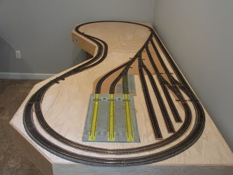 HO Scale Illinois Central train layout (includes DCC wiring)
