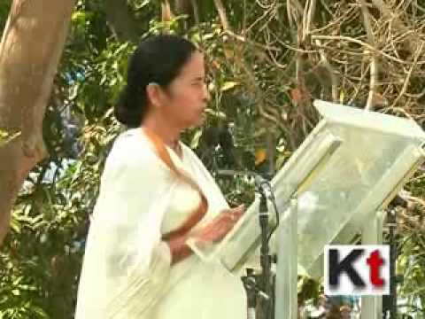 WB CM gives trade license to state hawkers