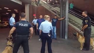 Polizia tedesca - guardate come lavorano in squadra.