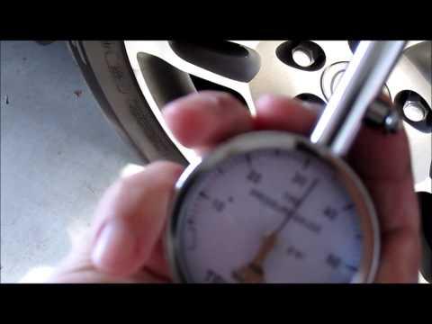Digital vs manual analog  tire pressure gauge comparision