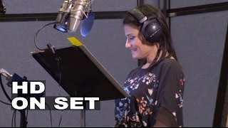 "Frozen: Kristen Bell ""Anna"" & Idina Menzel ""Elsa"" Behind the Scenes of the Movie Voice Recording"