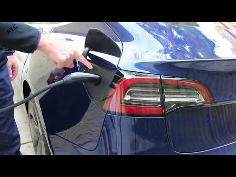Tesla Model 3 - How To: Insert the Charging Cable