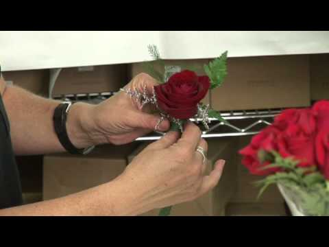 Wedding Flowers  : How to Make Wedding Boutonnieres