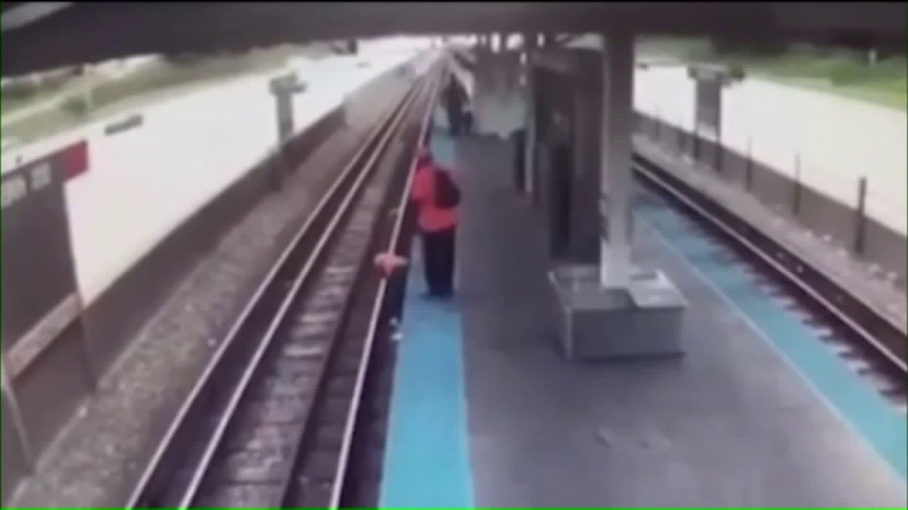 Video appears to show woman killed on CTA tracks was not helped, despite people on platform