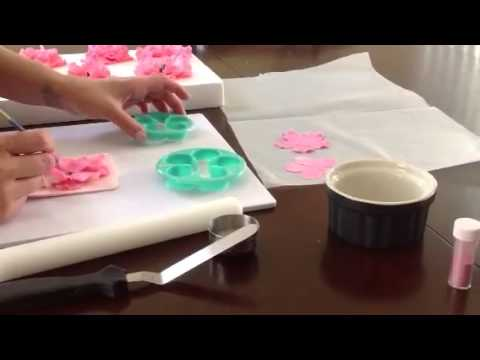 How to make a simple gumpaste flower 2
