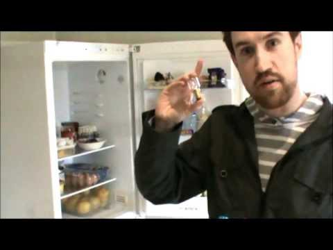 How to fix a broken light bulb in a Bosch KGH33V00GB Classixx Fridge Freezer