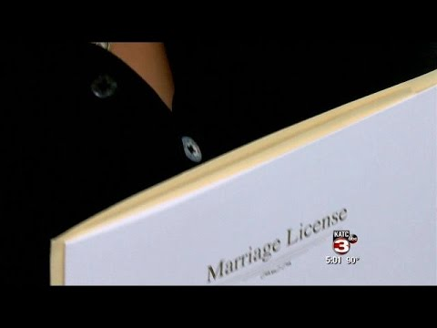 Same-sex couples in Lafayette get marriage licenses