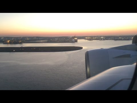 Flying - Early Morning Landing Into Sydney Airport (NSW, Australia) on QANTAS from DFW
