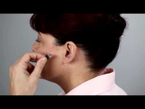 Inserting an IIC (invisible-in-the-canal) hearing aid