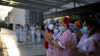 Espagne : ces médecins et infirmiers dévoués mais harcelés par leurs voisins