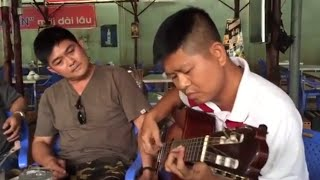 Các cô chú nghệ sĩ biểu diễn guitar phải khiến người nghe nổi da gà. Đăng kí theo dõi kênh: http://bit.ly/jHOTvn  Chúc bạn có những phút giây thư giãn với kênh jHOT :)