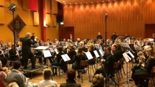 De laatste minuten van Divertimento (Oliver Waespi), uitgevoerd op zondag 5 oktober 2014 in de Greune Zoal te Wolder-Maastricht. Dirigent: Steven Walker.