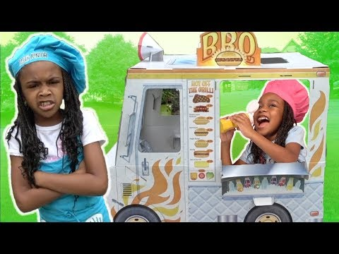 Kids Pretend Play BBQ Truck Cooking Challenge!