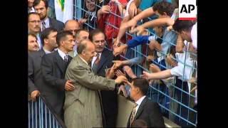 GERMANY: IZETBEGOVIC WELCOMED BY BOSNIAN MUSLEM REFUGEES