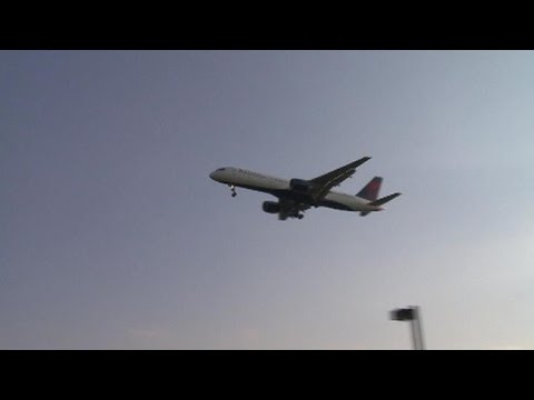 Delta cancels hundreds of flights after computer issue