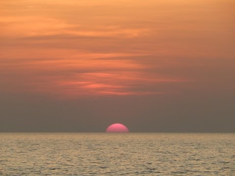 Real Time Recording - Astonishing view of Sunset, Feels like Sun actually drowning in the Sea