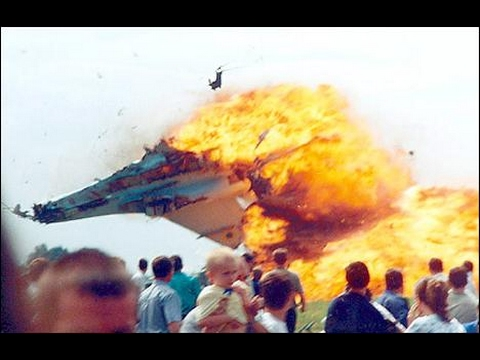 Indian fighter jet ( sukhoi-30) crashed 8.2.2017 in delhi full vedio (must watch)